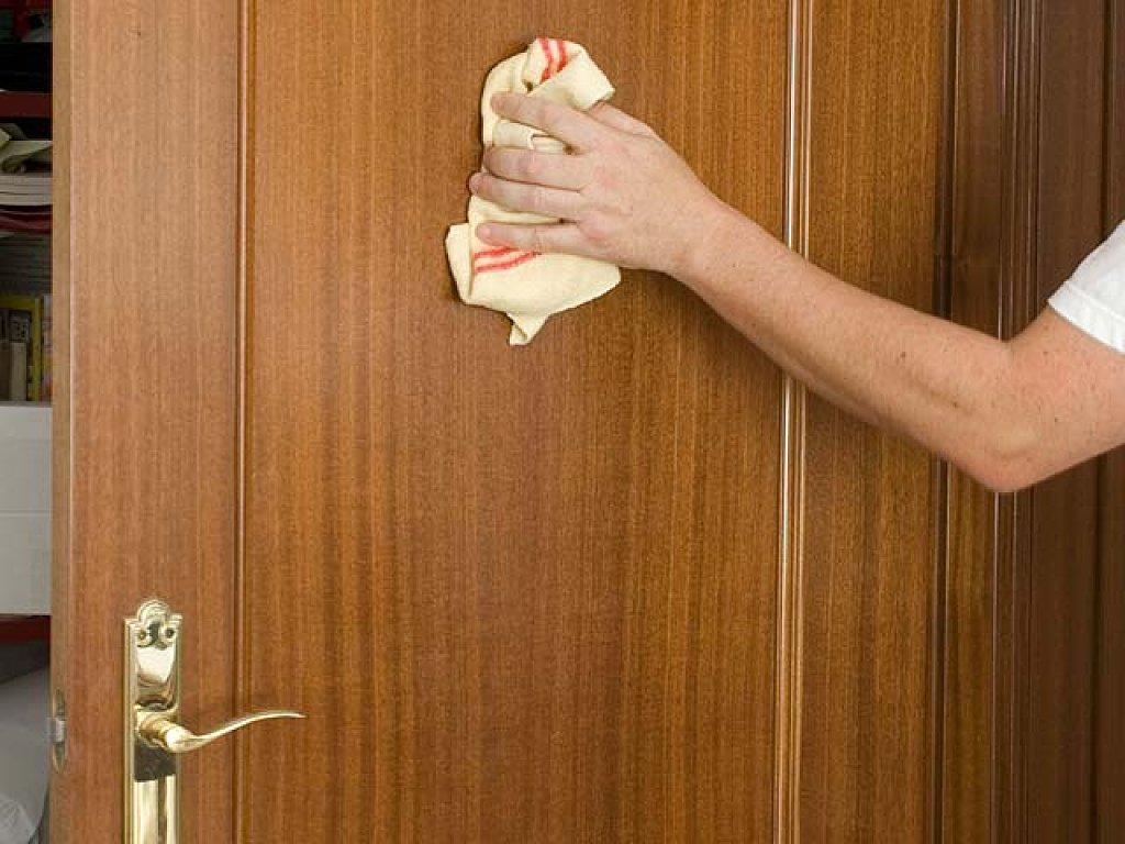 Como Limpiar Las Puertas De Madera Barnizadas Materiales De  ~ Productos Para Limpiar Madera Barnizada